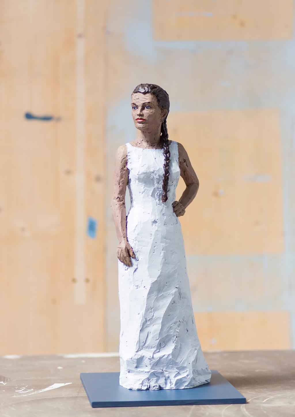 Stephan Balkenhol   Frau in weißem Kleid